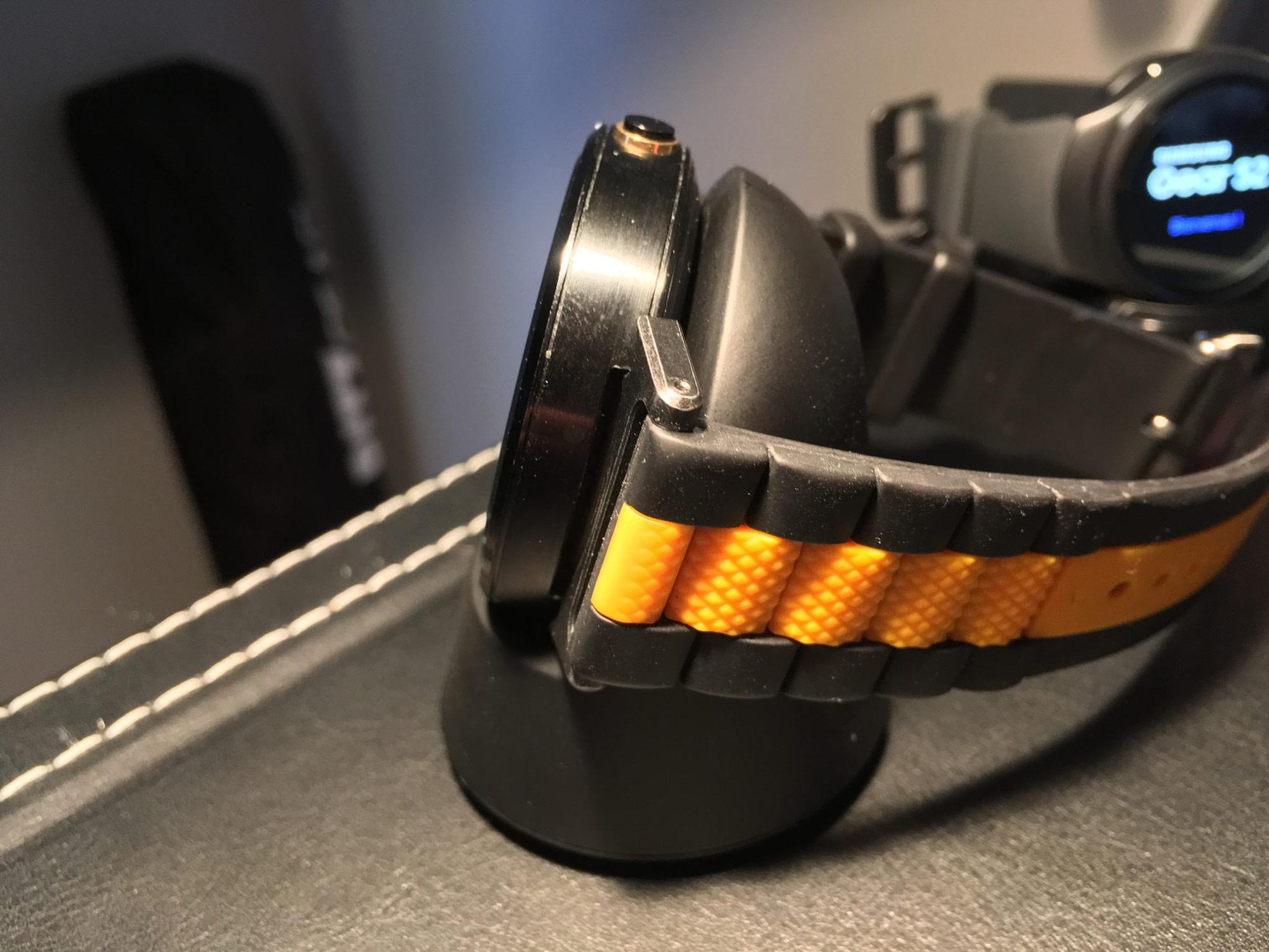 Moto 360 charging