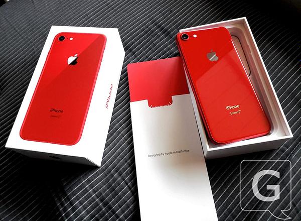 Le dos de l'iPhone 8 (RED) est TRÈS rouge